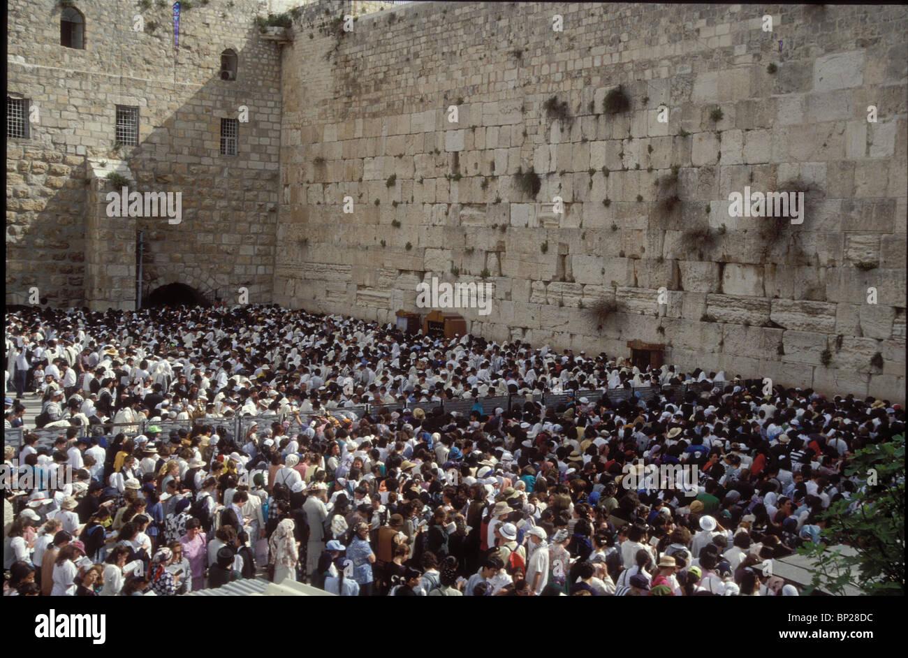 2080. Pellegrini presso il Muro Occidentale durante il pellegrinaggio di pasqua Immagini Stock