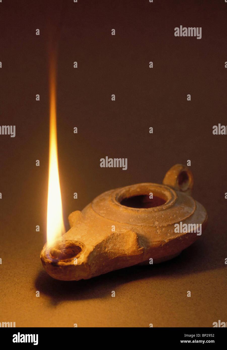 2641. Erodiano illuminato olio lampada Immagini Stock