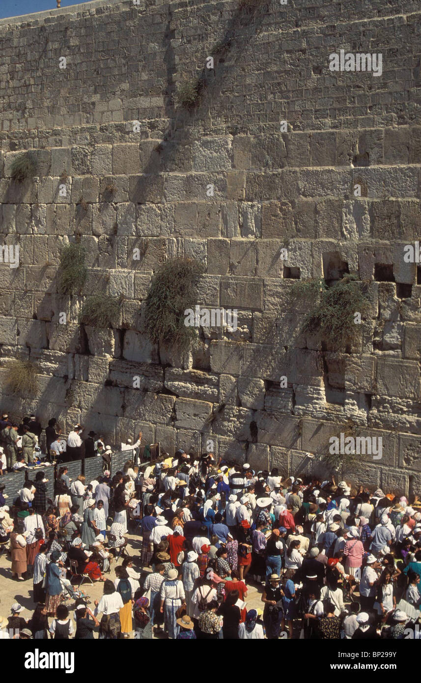 2821. Gli ebrei in preghiera al Muro occidentale durante la Pasqua pellegrinaggio a Gerusalemme Immagini Stock
