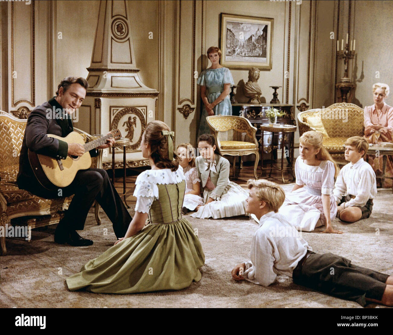 JULIE ANDREWS, ELEANOR PARKER,KYM KARATH, Debbie TURNER, Heather Menzies, ANGELA CARTWRIGHT, DUANE CHASE, CHRISTOPHER Immagini Stock