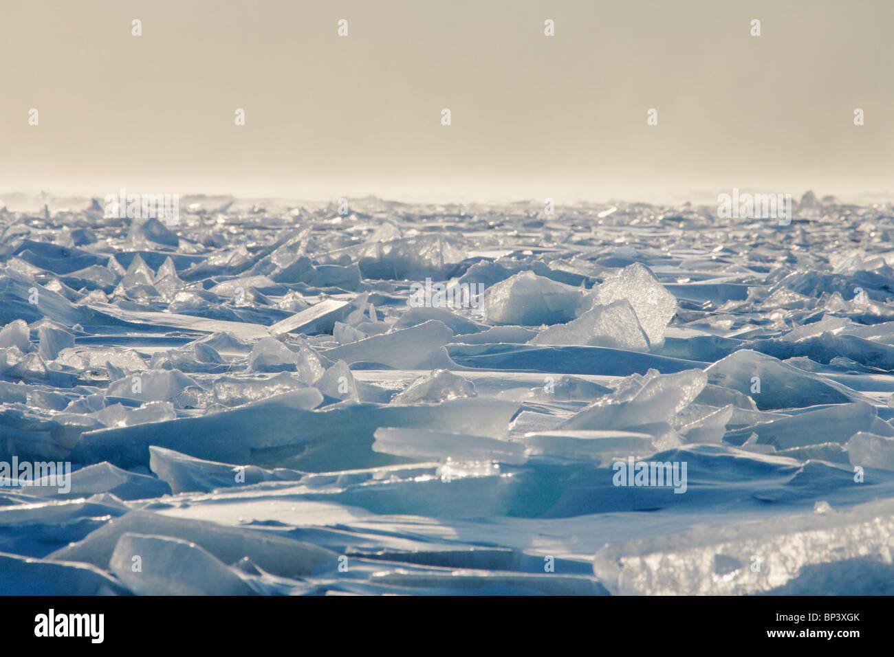 Minnesota, Stati Uniti d'America; ghiaccio bietole, sulla sponda settentrionale del Lago Superior Immagini Stock