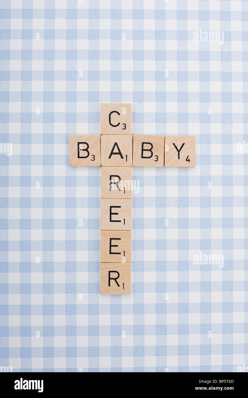 Piastrella gioco lettere carriera di ortografia e baby Immagini Stock