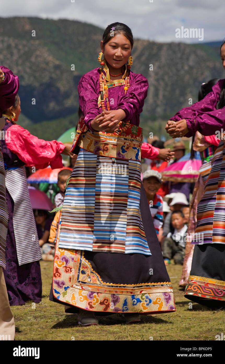 Il Tibet cavallo tradizione Litang Khampa Festival Dance Immagini Stock