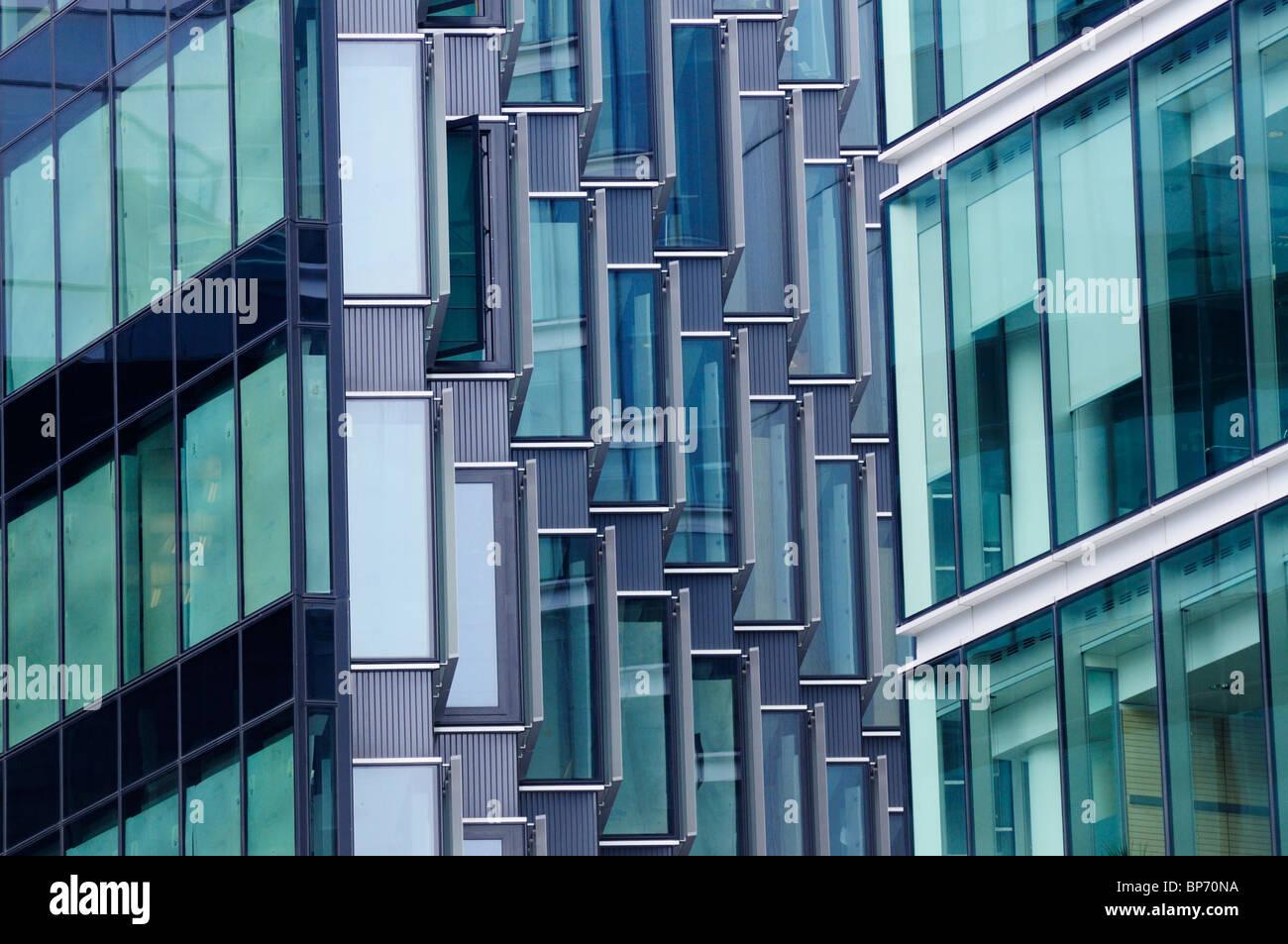 Dettaglio astratto di edifici per uffici, più Londra Riverside, London, England, Regno Unito Immagini Stock