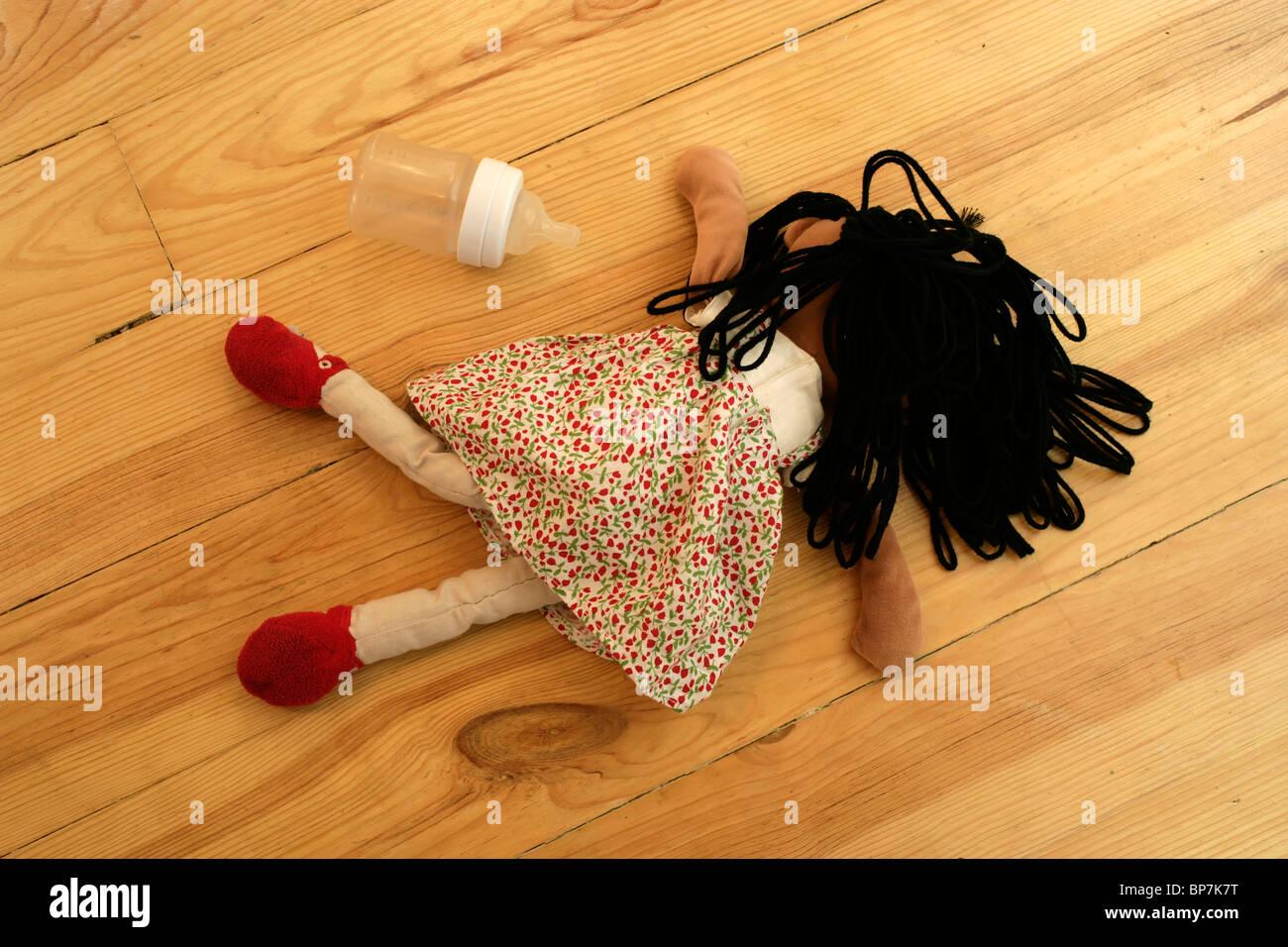 Bambini e ragdoll bottiglia Immagini Stock