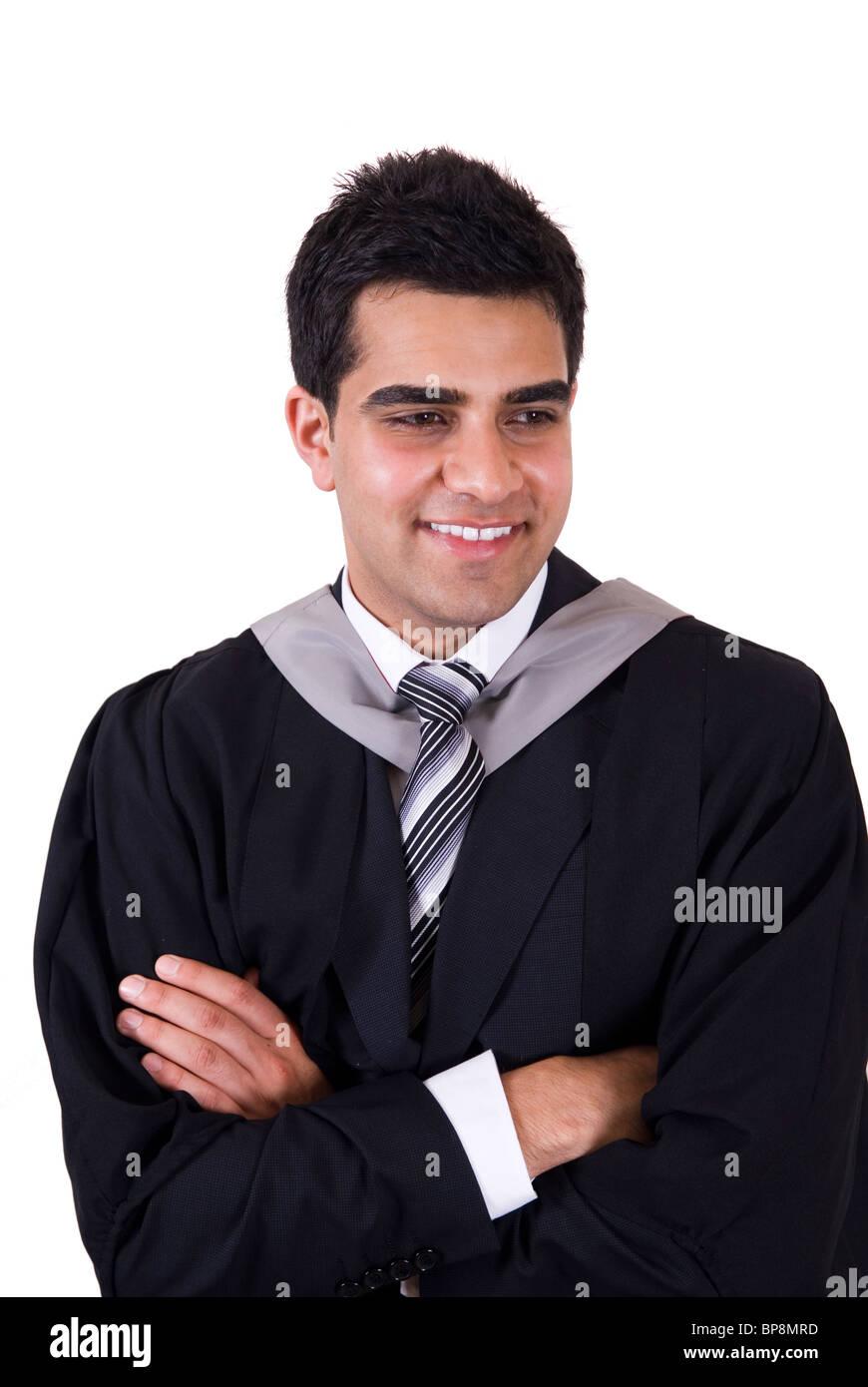 Certi giovani asiatici studente universitario laureato indossando abito di  graduazione bracci ripiegati in piedi contro uno sfondo bianco 87db166ca68d