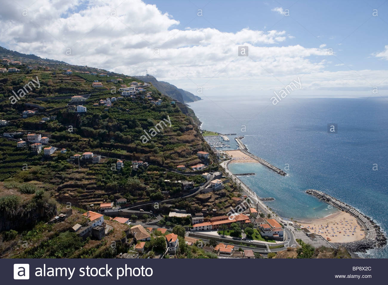 Vista della Spiaggia Calheta e Marina da Casa das Mudas Arts Centre di Calheta, Madeira, Portogallo Immagini Stock