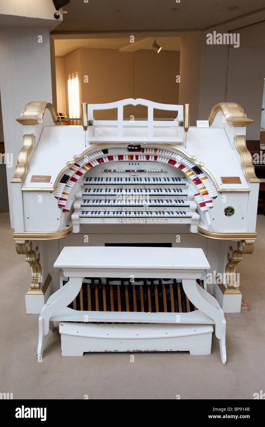 Dettaglio dei tasti sul organo Wurlitzer in esposizione al Museo Musikinstrumenten o il Museo degli Strumenti Musicali Immagini Stock