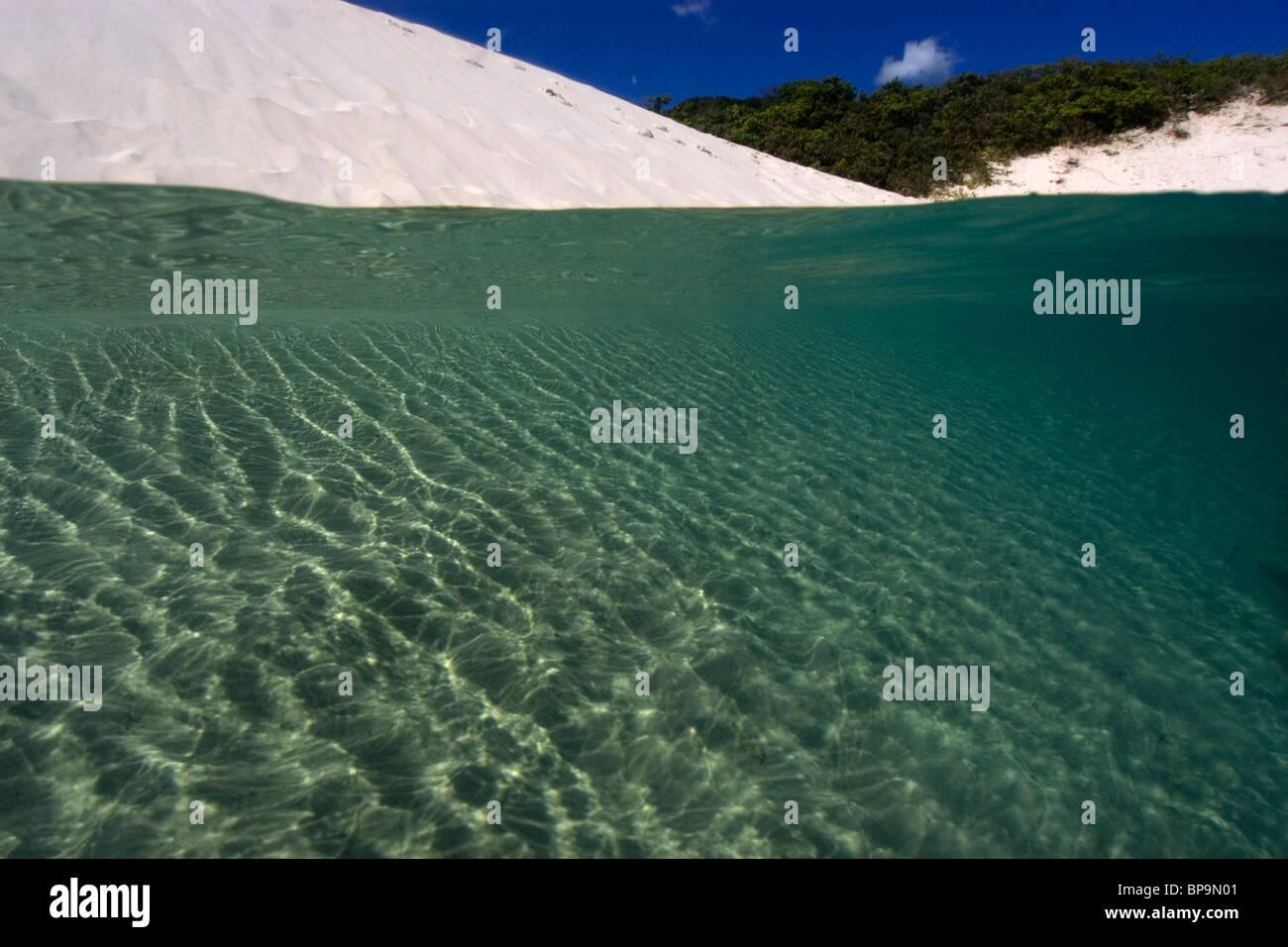 Dune di sabbia riempita con acqua di pioggia, Lencois Maranhenses, Maranhao, Brasile Foto Stock