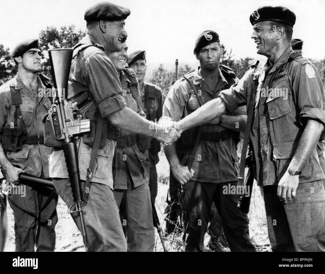 JOHN WAYNE   BRUCE CABOT I berretti verdi (1968 Foto   Immagine ... e1eeeb4b52ee