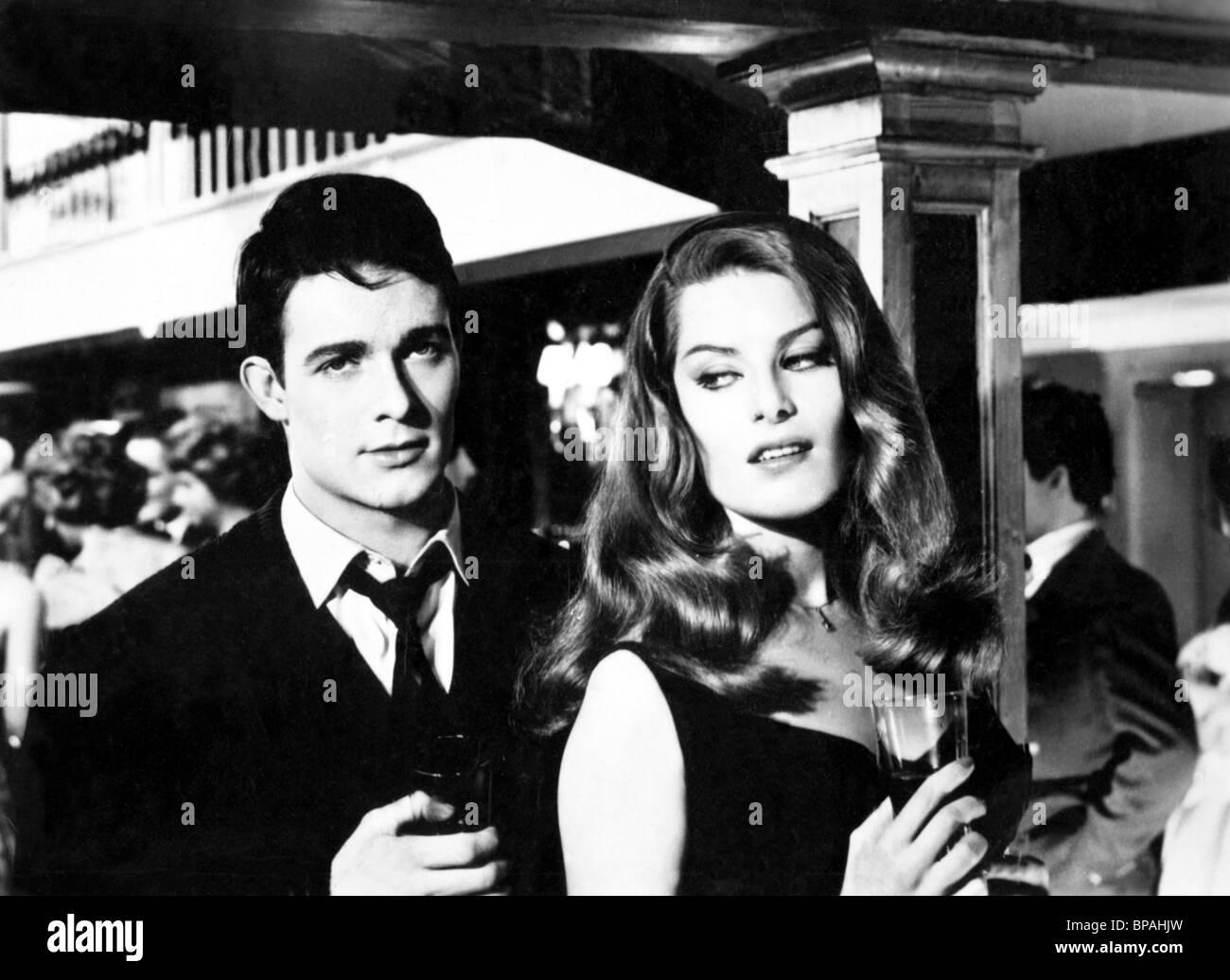 JACQUES CHARRIER, ANOUK AIMEE, i giovani non hanno morale, 1959 Immagini Stock