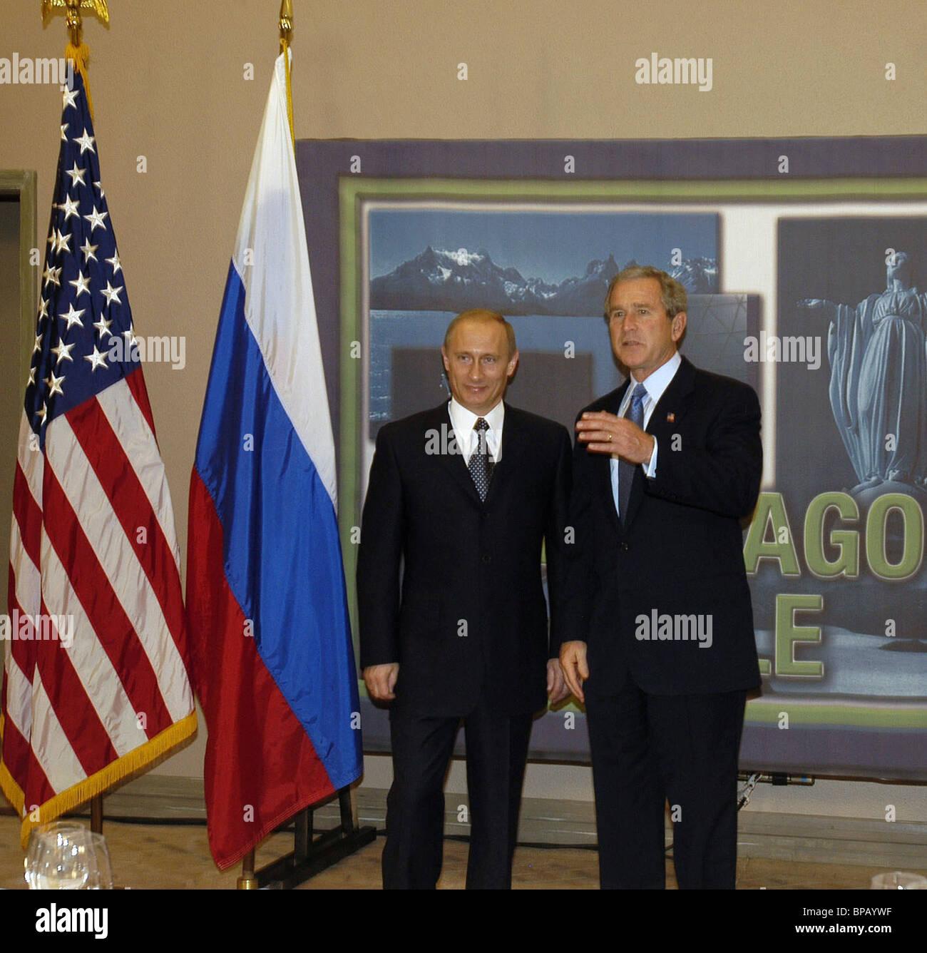 Putin e Bush discutere le relazioni bilaterali in Santiago Immagini Stock