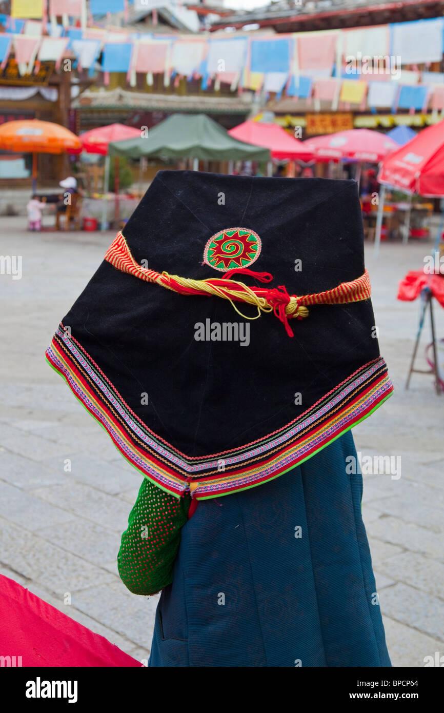 La minoranza etnica donna in Shangri-La o Zhongdian nella provincia di Yunnan in Cina Immagini Stock
