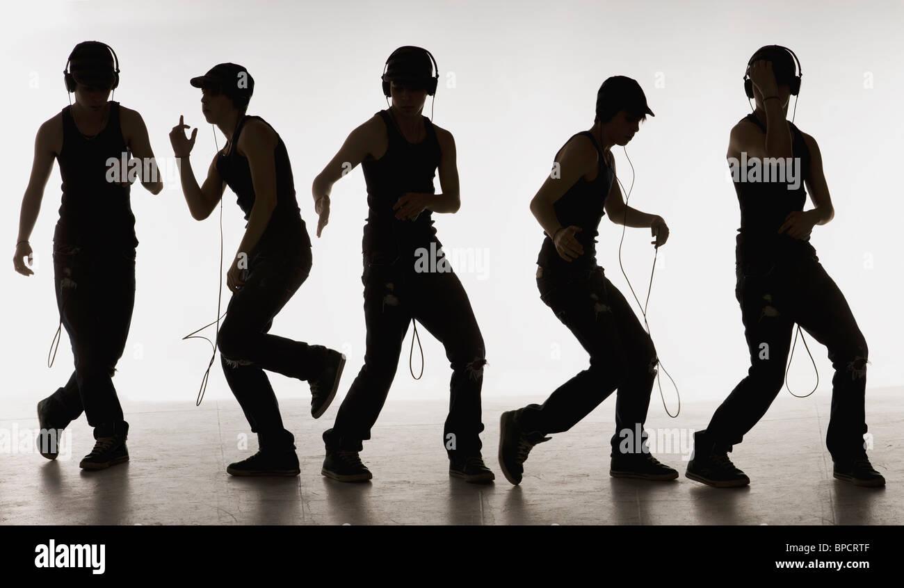 Immagine composita di un ragazzo di ballare con le cuffie Immagini Stock