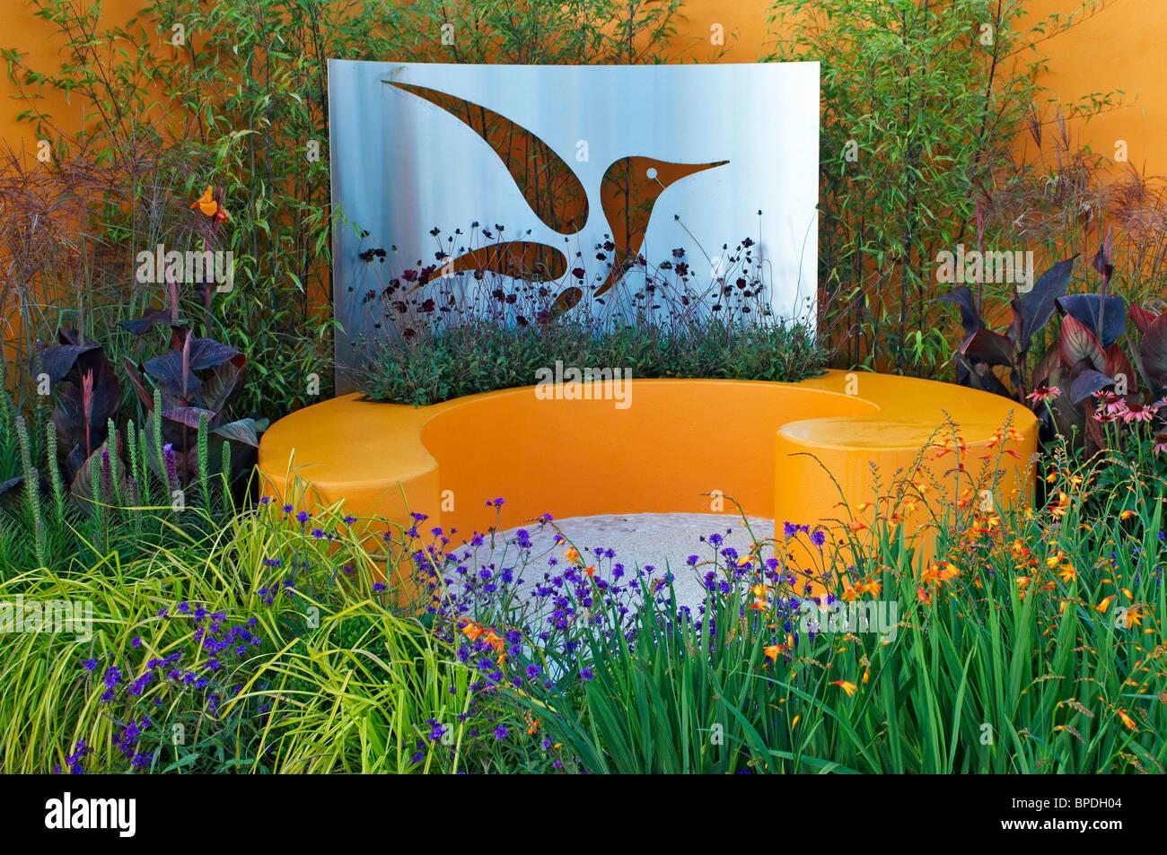 Una colorata fioritura giardino Feng Shui Immagini Stock