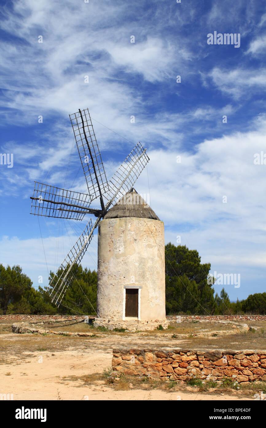 Isole Baleari il mulino a vento di mulini a vento in Spagna la cultura tradizionale Immagini Stock