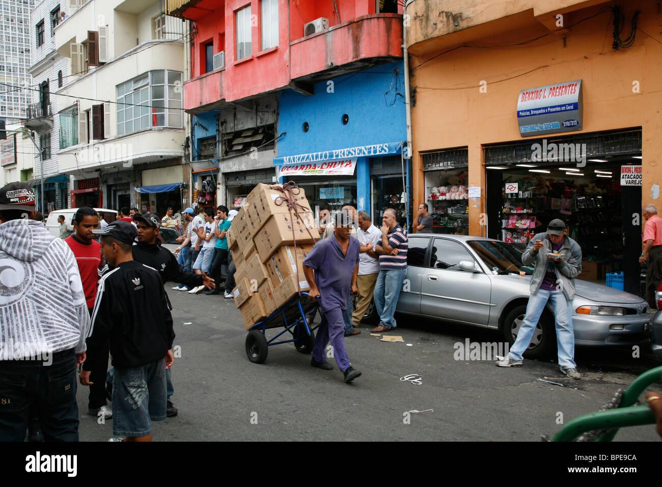 Scena di strada nel centro di Sao Paulo, Brasile. Immagini Stock