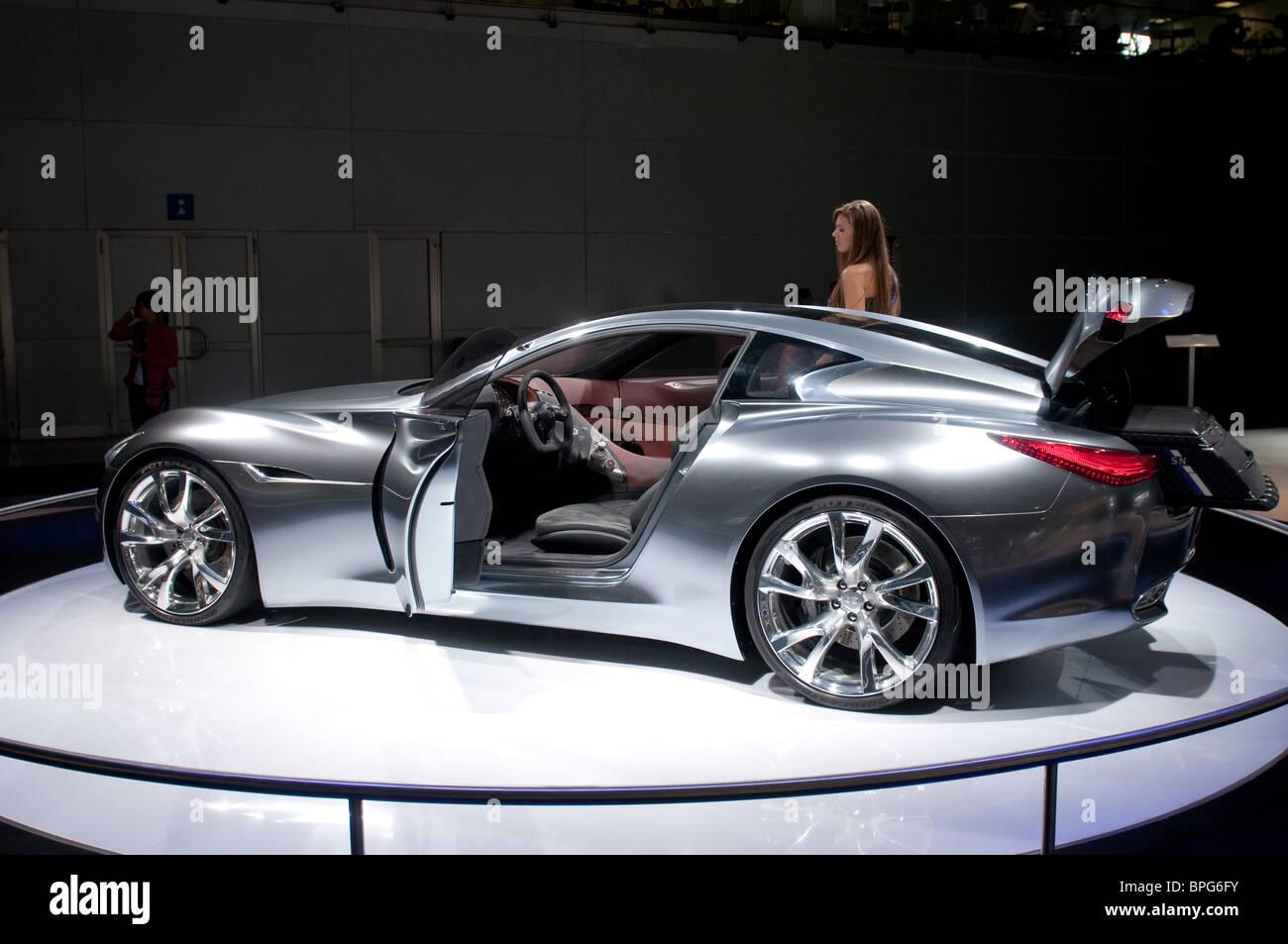 Mosca, Russia - 26 agosto: Moscow International Automobile Salon 2010. Infiniti Essence Concept car Immagini Stock