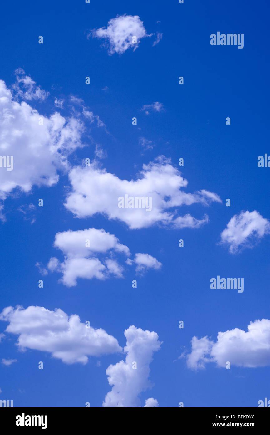 Nuvole e cielo blu Immagini Stock