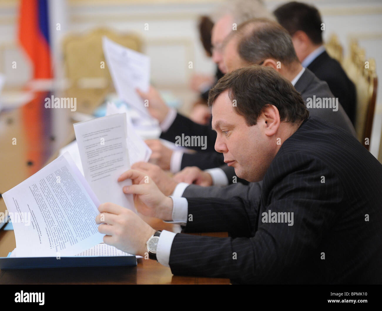 Putin sedie riunione sulle questioni economiche Immagini Stock