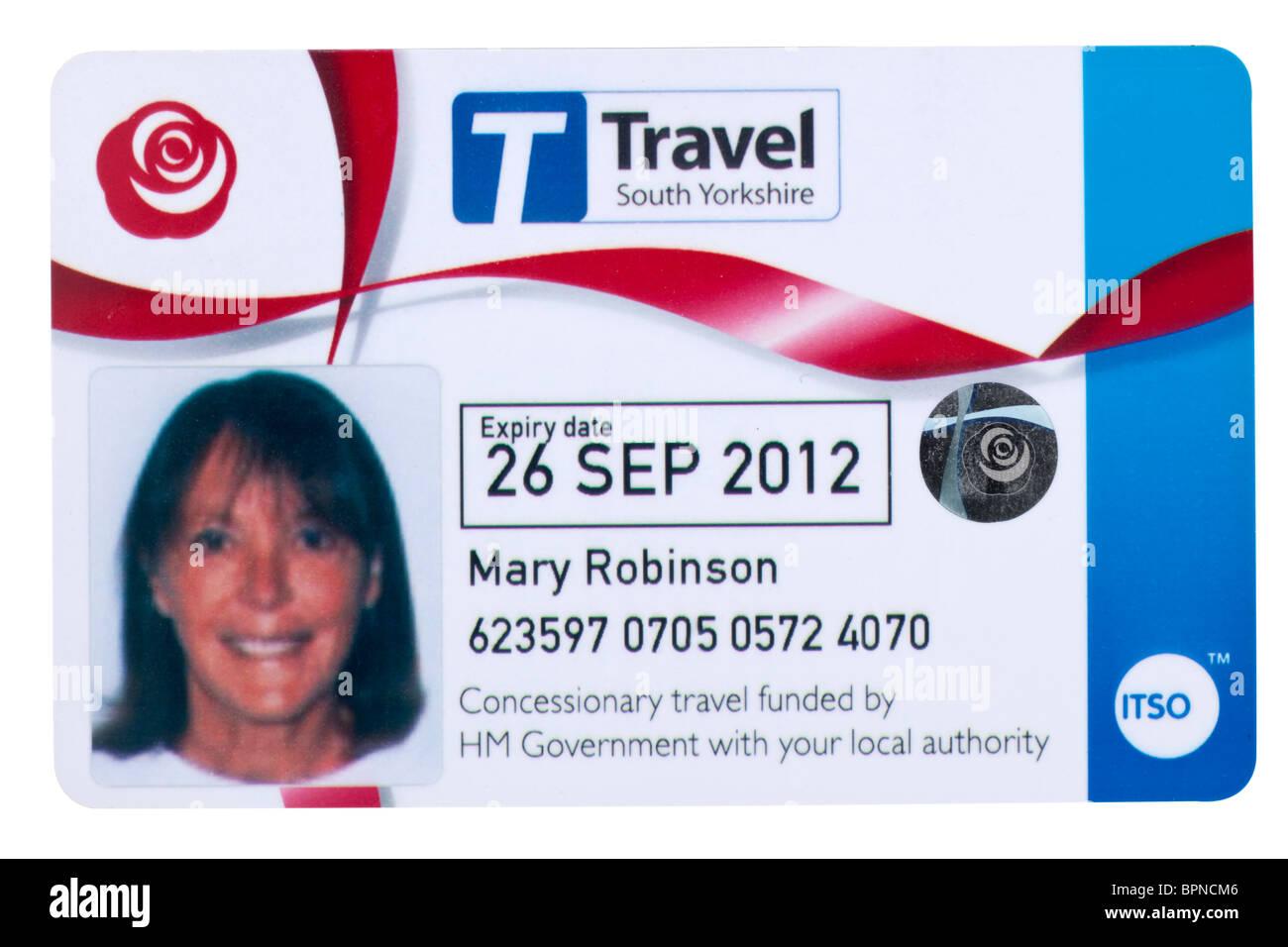 I cittadini anziani concessionari Travel South Yorkshire bus pass di viaggio modello rilasciato Immagini Stock