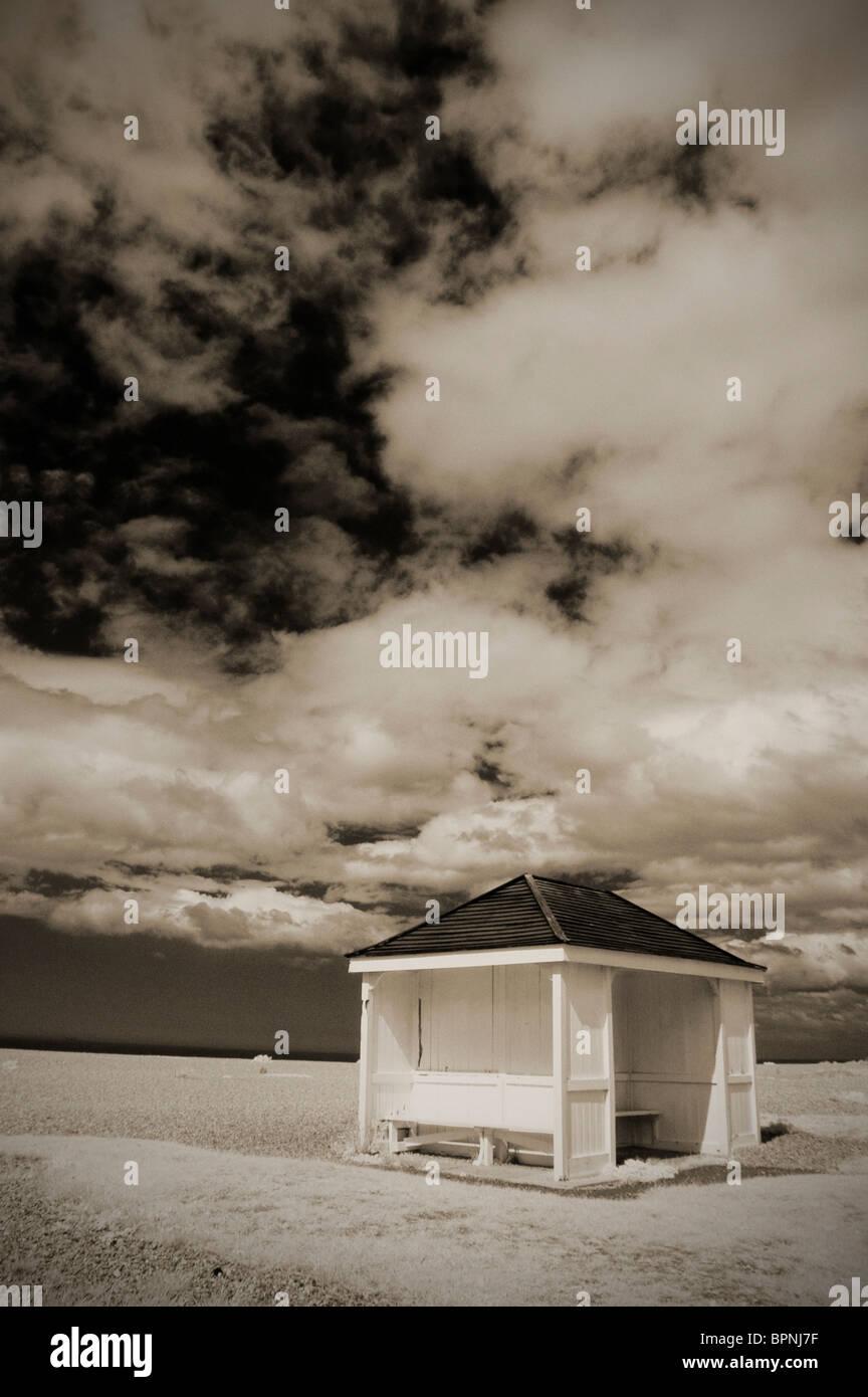 Svuotare capanna sulla spiaggia di ciottoli a aldeburgh SUFFOLK REGNO UNITO Immagini Stock