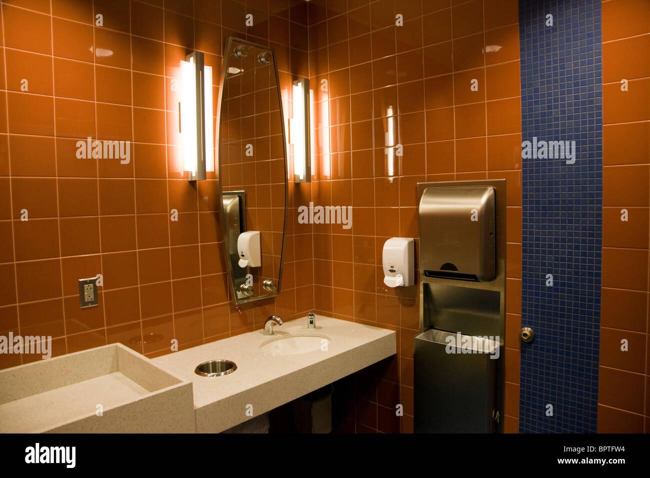 Toilette Da Bagno : Sala da bagno toilette l aeroporto internazionale di denver