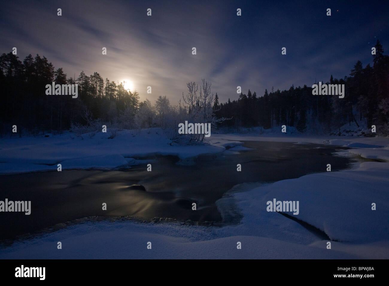 Ore del sorgere sul fiume Oulanka in Oulanka National Park, Finlandia. Immagini Stock