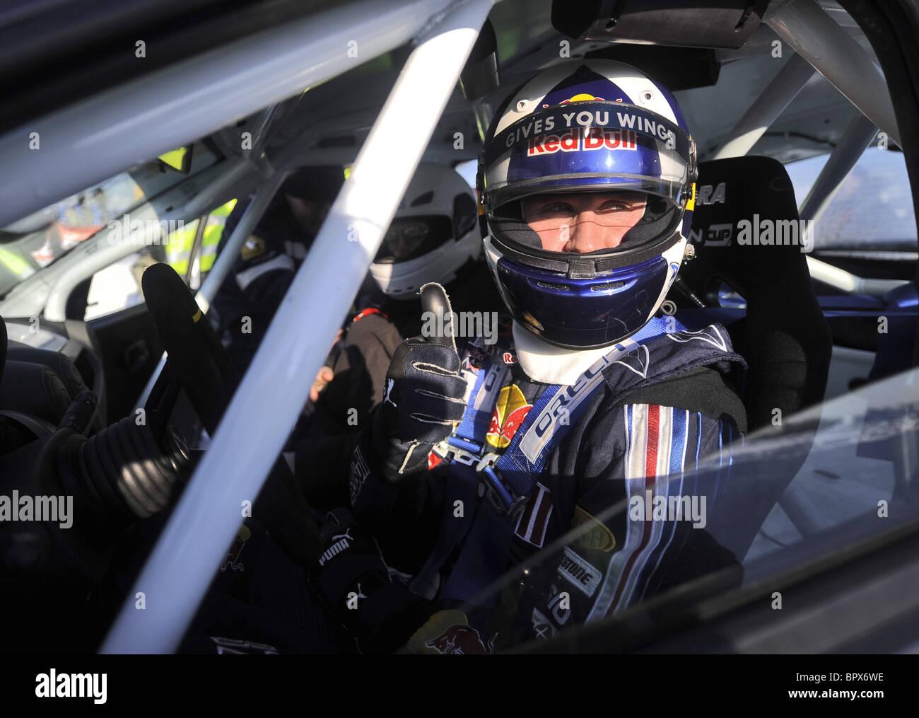 Formula 1 piloti Petrov e Coulthard competere in Za Rulem gara Immagini Stock