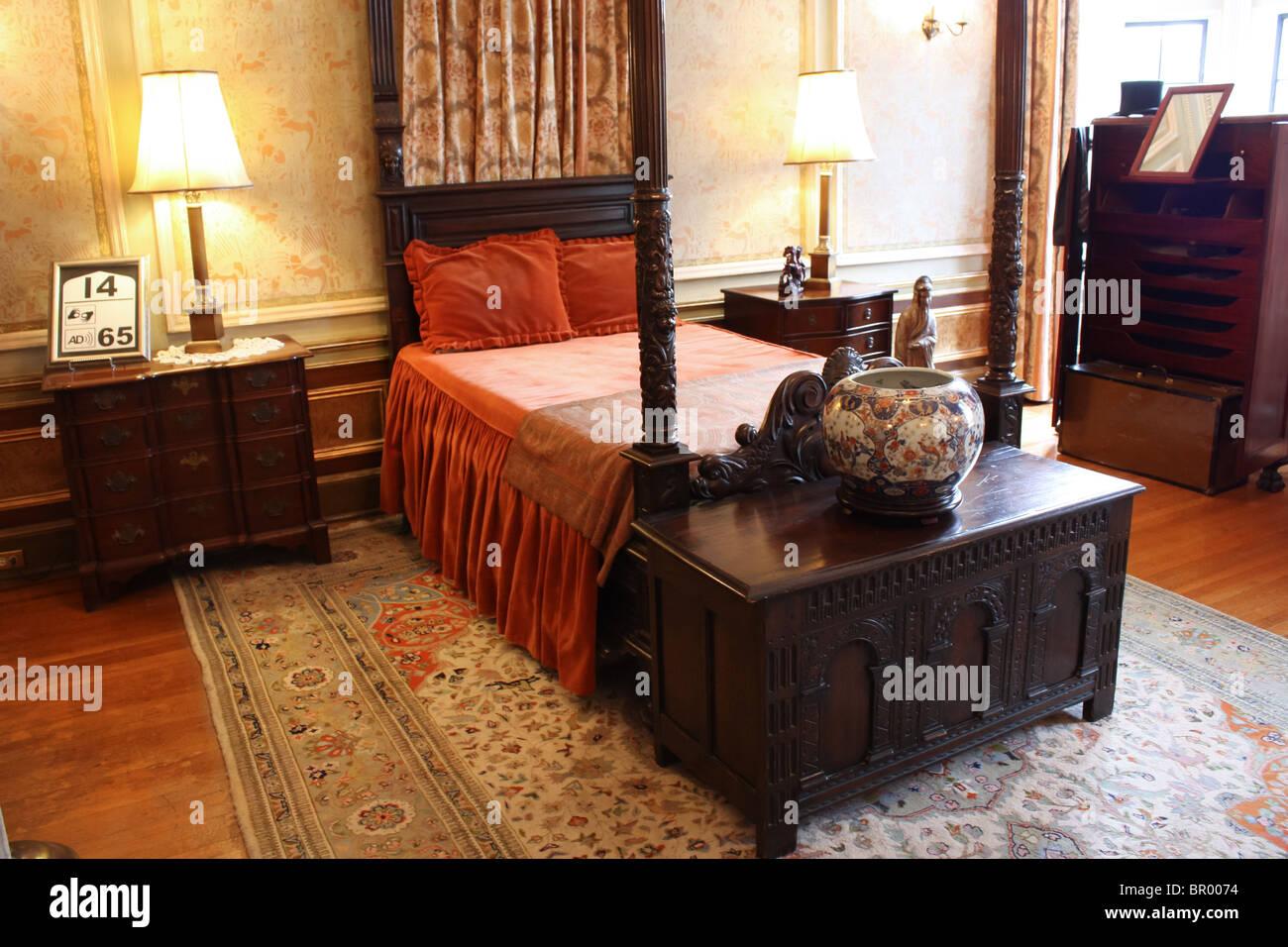 Vintage letto rosso mobili da camera da letto casa LOMA Immagini Stock