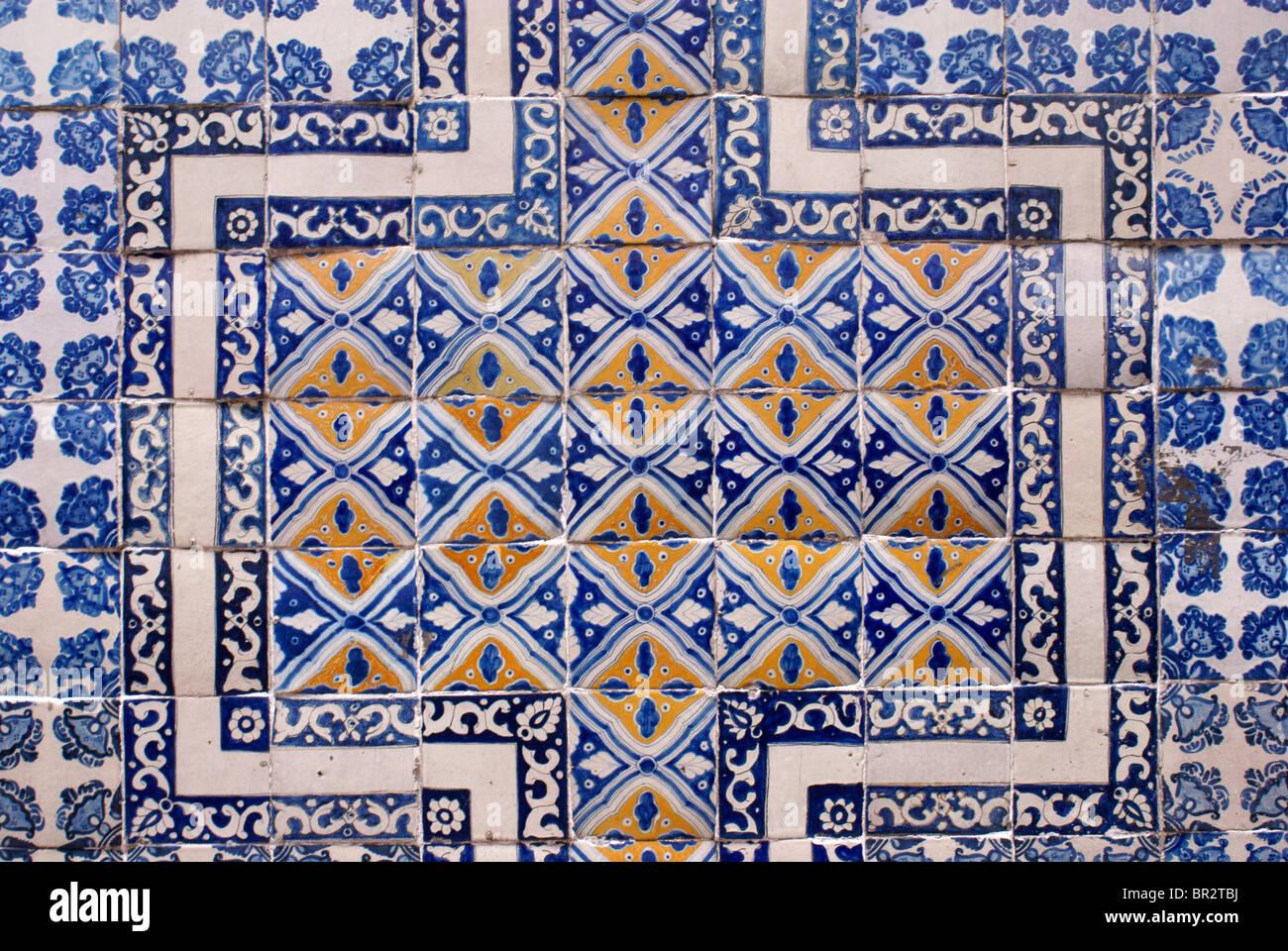 Croce messicana con piastrelle foto e immagini stock getty images