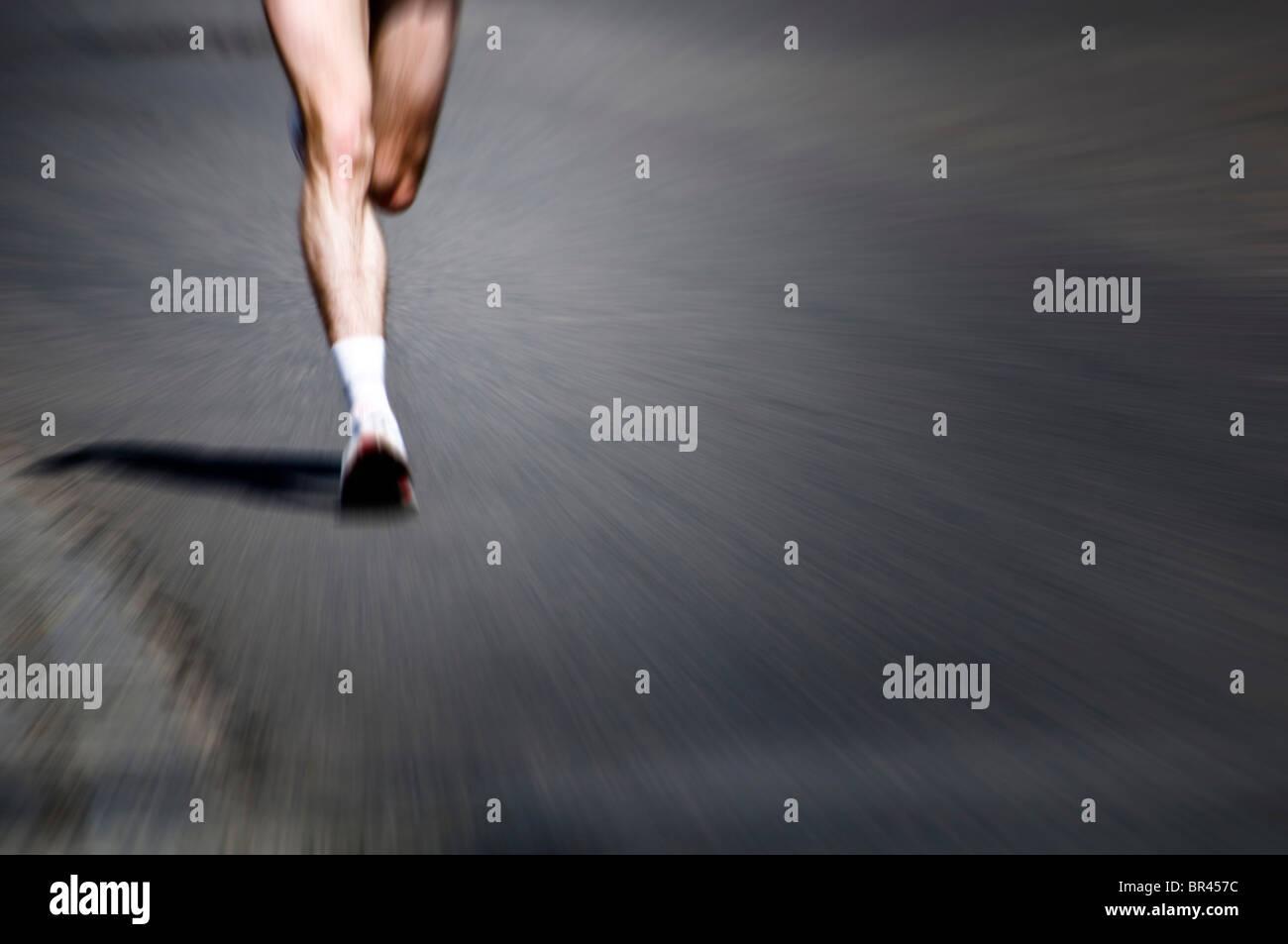 Il maratoneta gambe Immagini Stock