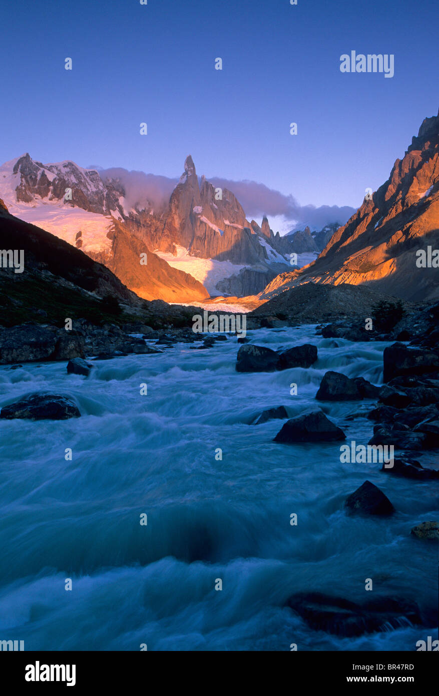 Luci di sunrise un paesaggio di montagna in Patagonia, Argentina. Immagini Stock