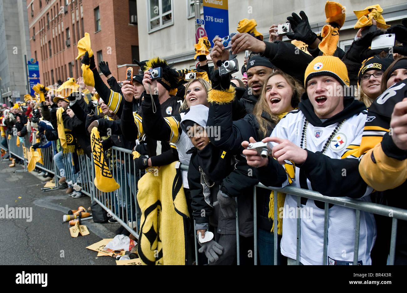 Vittoria parata nel centro di Pittsburgh per onorare il nuovo Super Bowl Champions. 350 migliaia di tifosi hanno Immagini Stock