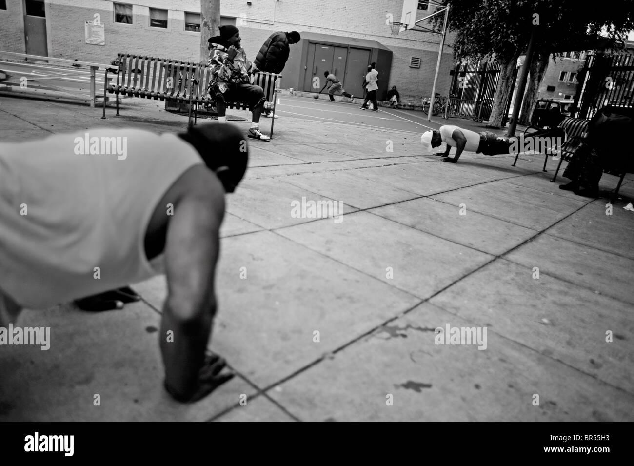 Senzatetto in Skid Row zona di Los Angeles in California. Foto Stock