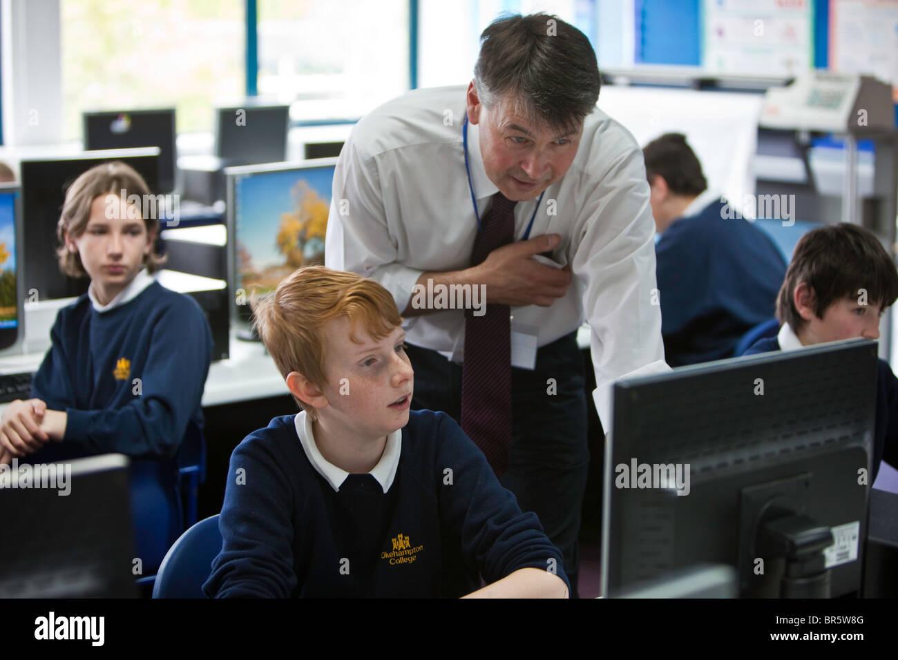 Keith Webber un insegnante al Collegio Okenhampton nel Devon parla di uno studente. Immagini Stock