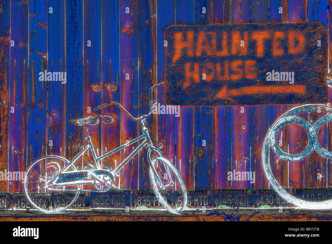 """Haunted House' e biciclette Immagini Stock"