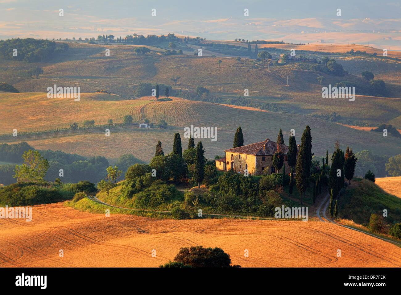 Villa su un colle di val d'Orcia in Italia la provincia Toscana Immagini Stock