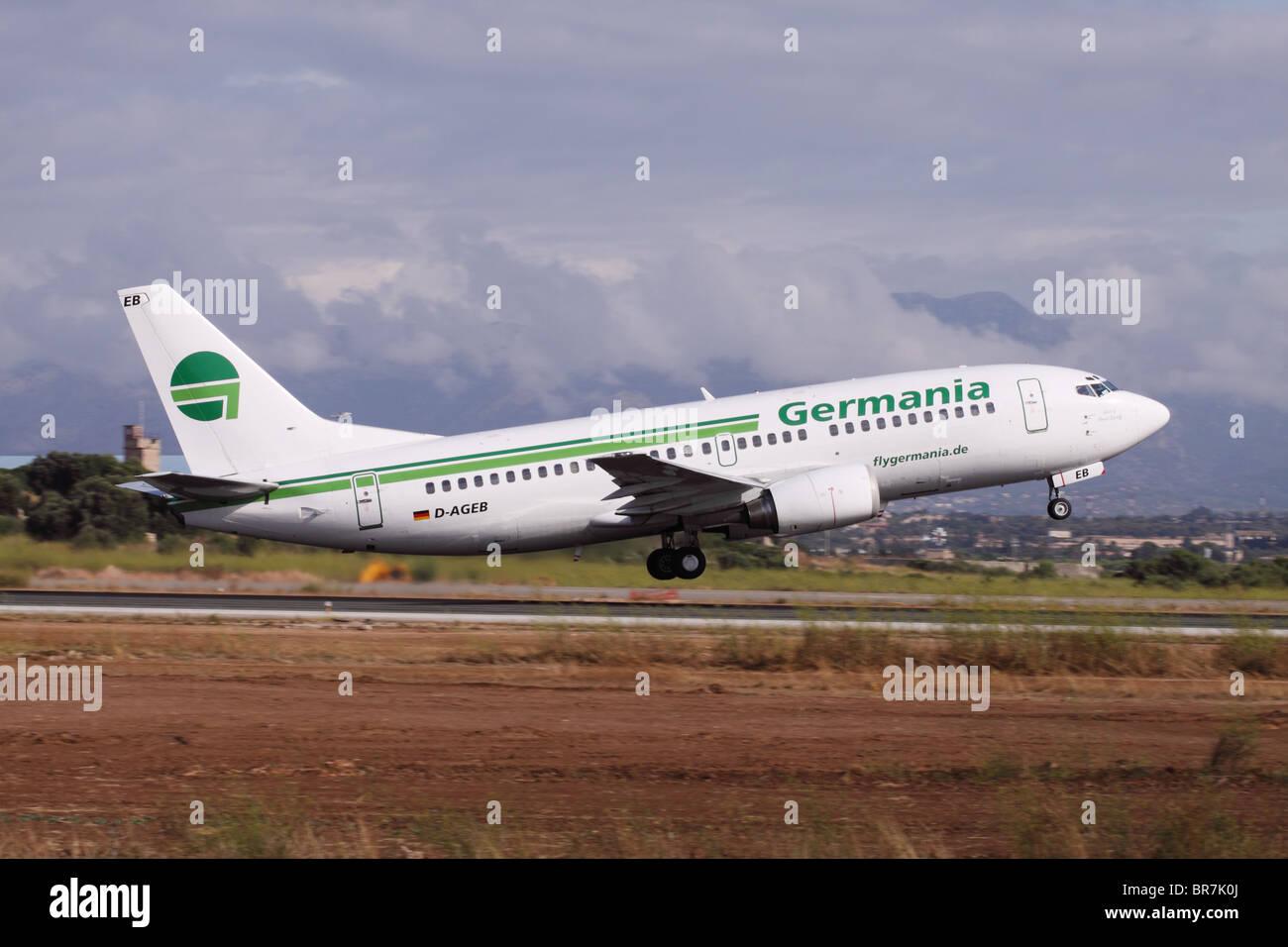Germania Boeing 737 di aviogetti da trasporto aereo compagnia aerea decollo all'aeroporto di Palma Mallorca Immagini Stock