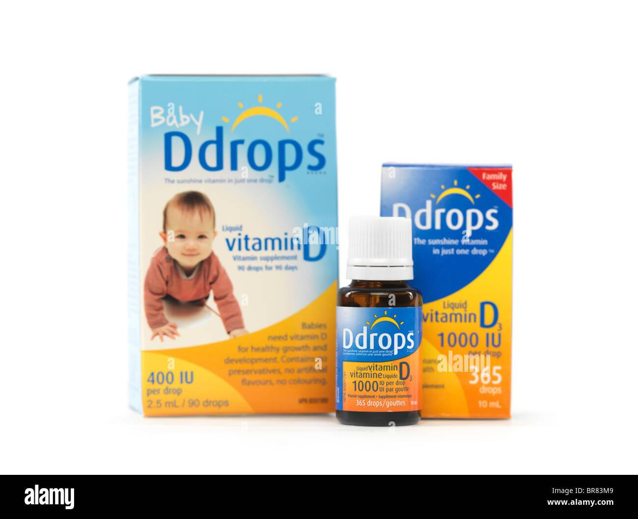 Liquido vitamina naturale D scende Ddrops per bambini e adulti isolati su sfondo bianco Immagini Stock