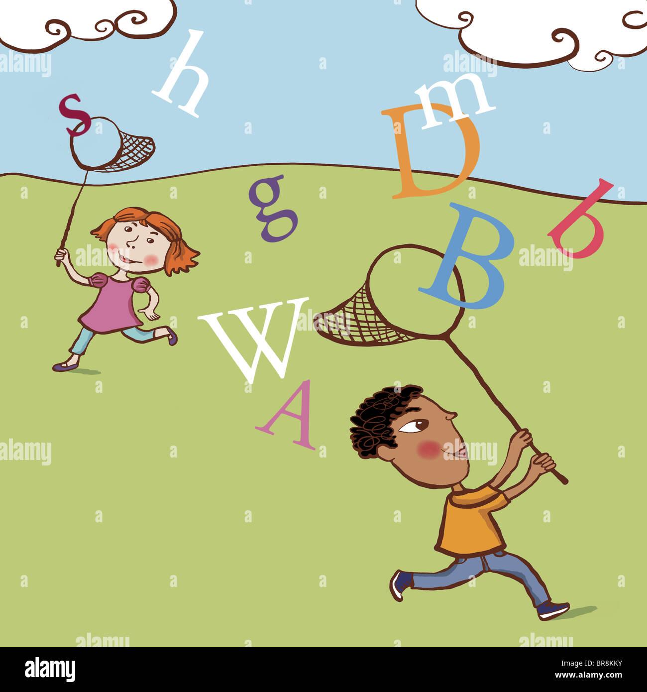 Due bambini la cattura di lettere nel cielo Immagini Stock