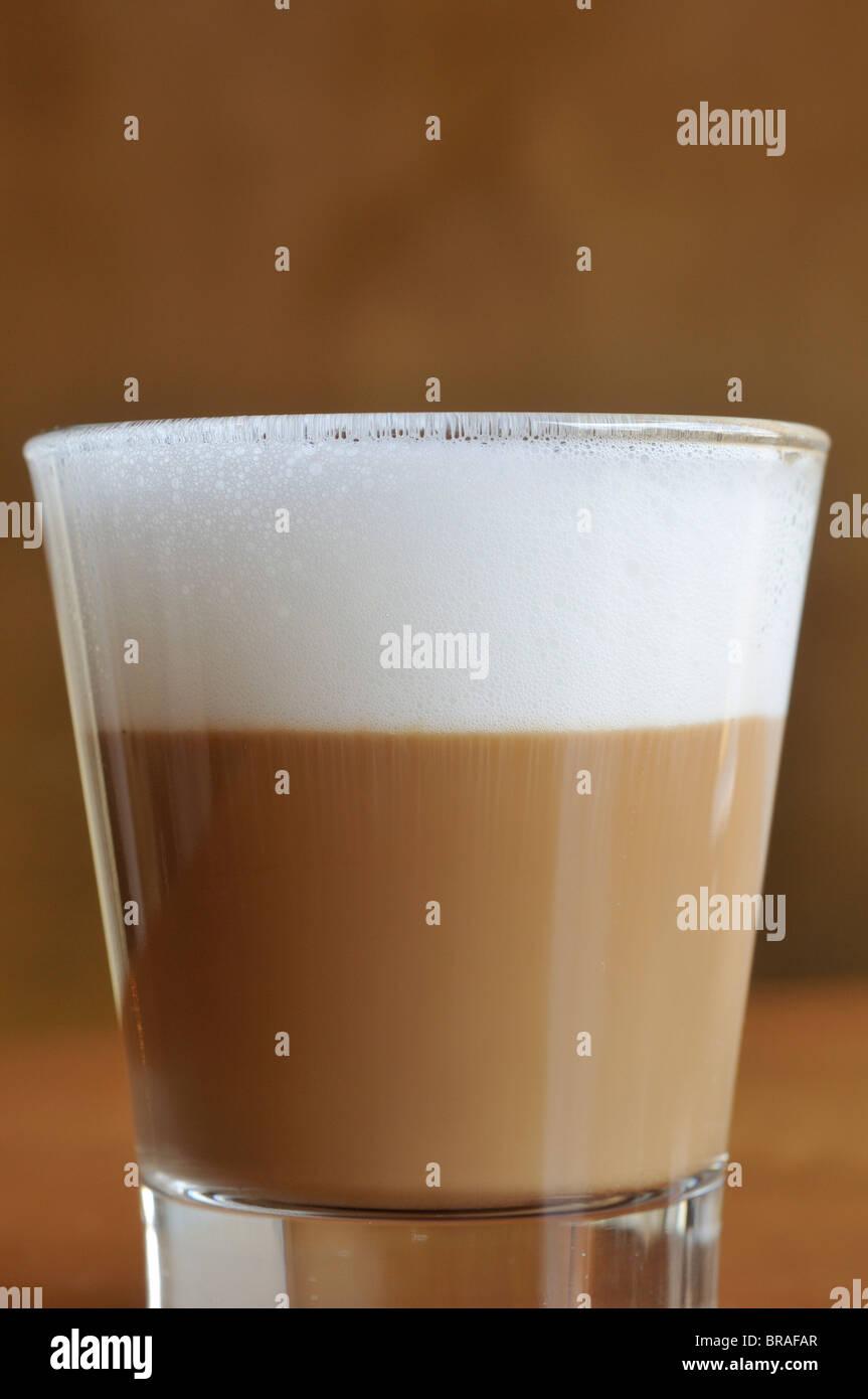 Trieste. L'Italia. Cappuccino in vetro. Audace Cafe, Piazza Unita d'Italia. Immagini Stock