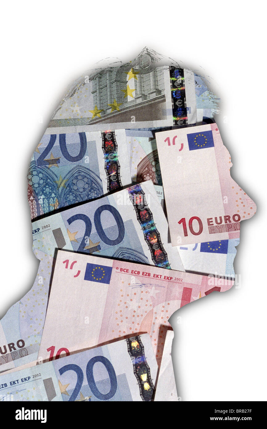 Profilo di una testa di uomo riempito con banconote in euro. Immagini Stock