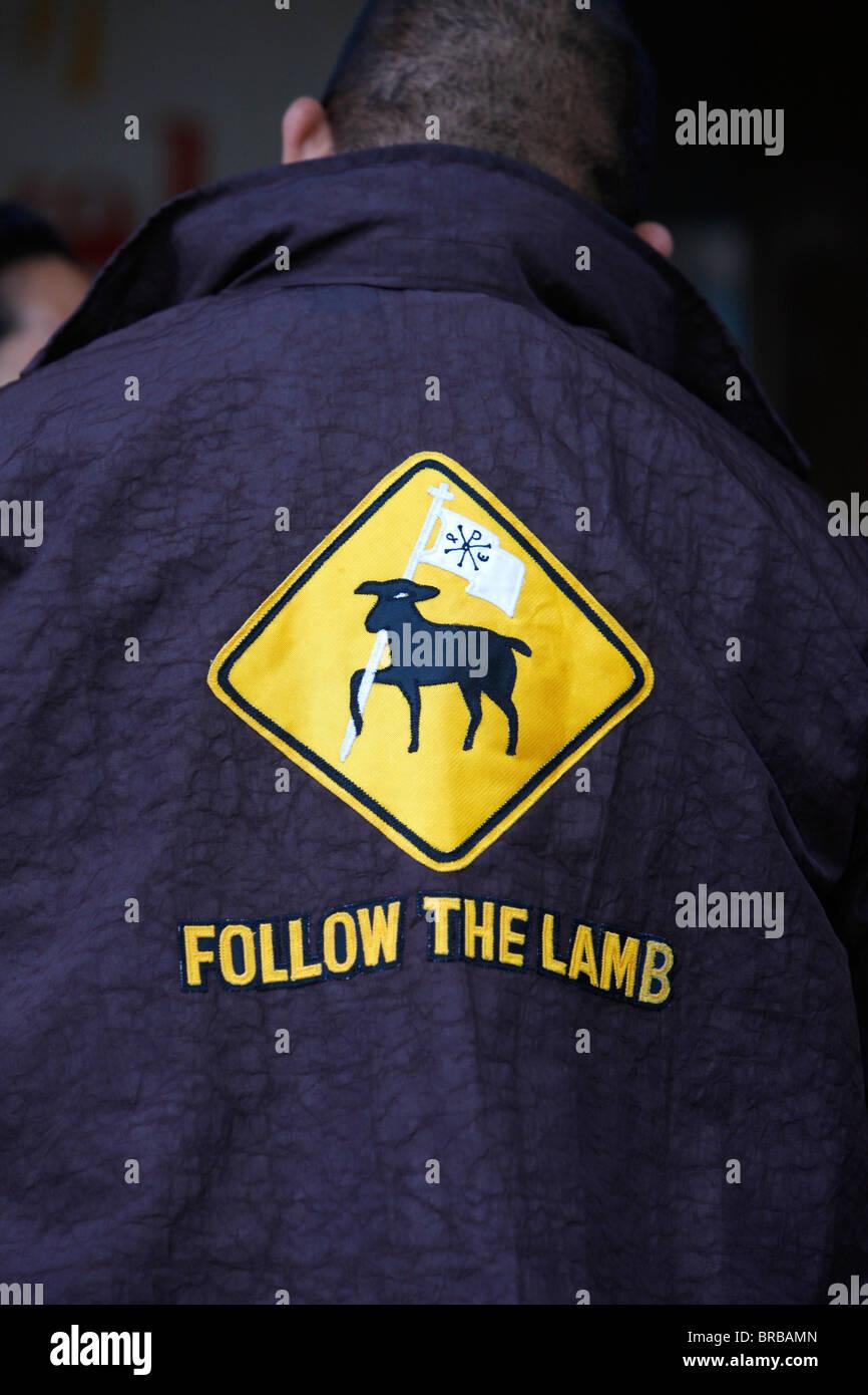 Seguire l'agnello su un cattolico giacca, Sydney, Nuovo Galles del Sud, Australia Immagini Stock