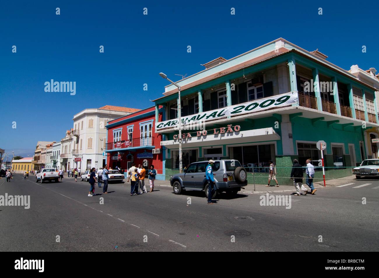 Pittoresca città vecchia con le strade e gli edifici, Mindelo, Sao Vicente - Capo Verde Immagini Stock