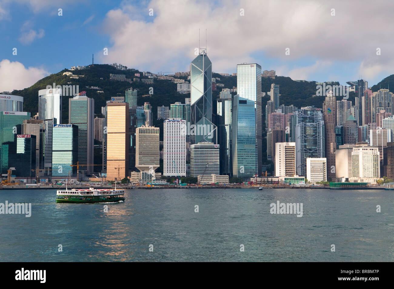 Skyline di Central, Isola di Hong Kong, dal Victoria Harbour, Hong Kong, Cina Immagini Stock