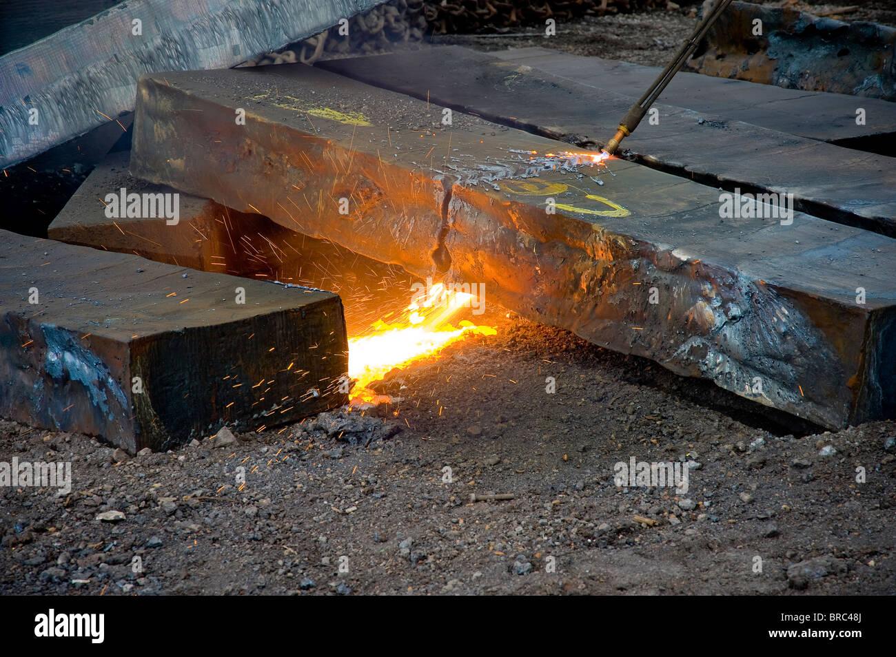 Ossigeno acetilene cannello da taglio per affettare attraverso acciaio per riciclaggio di acciaio, Philadelphia, Immagini Stock
