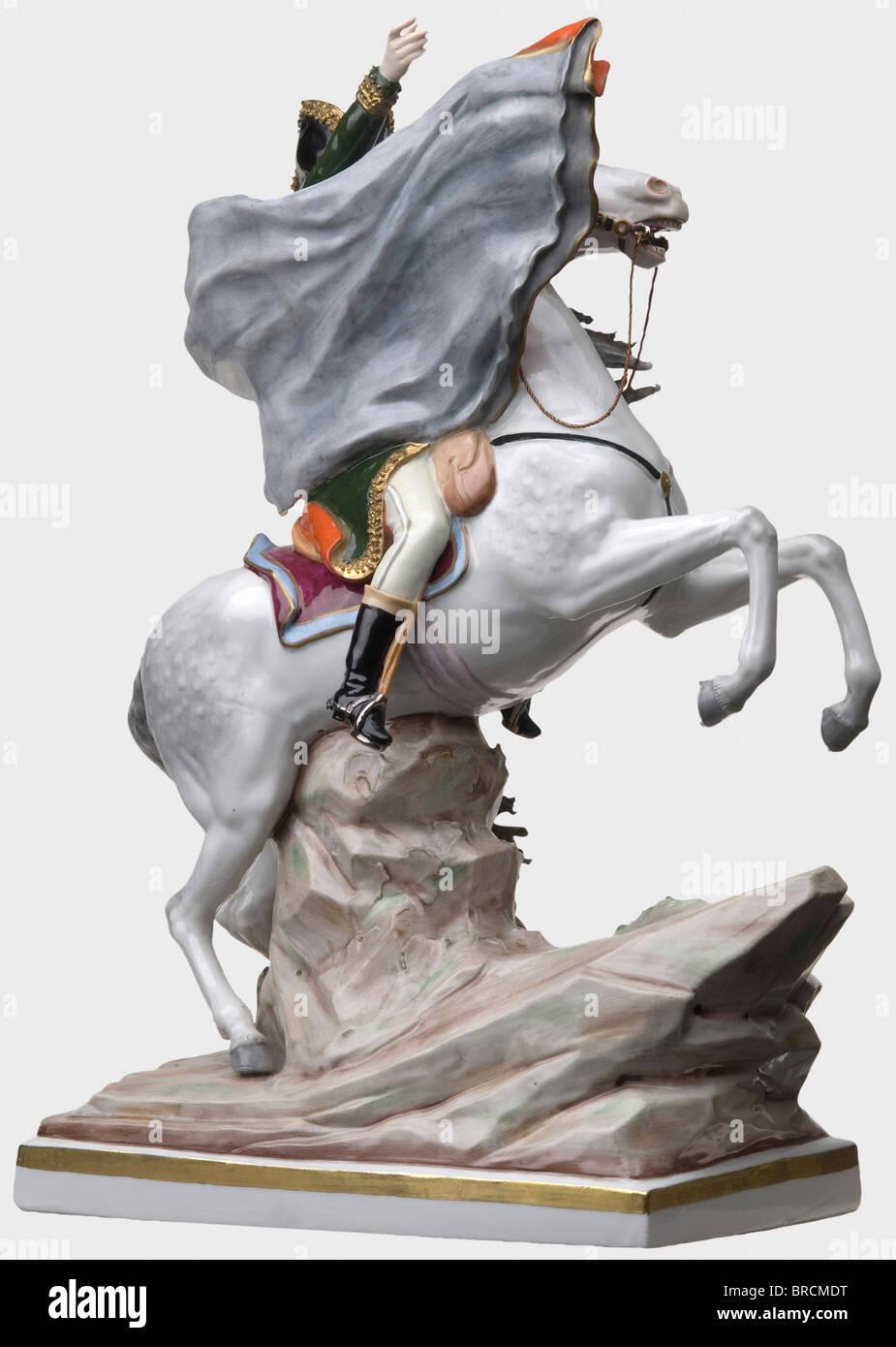 d04518c7fa L imperatore Napoleone I (1769 - 1821) - una porcellana colorata figura.