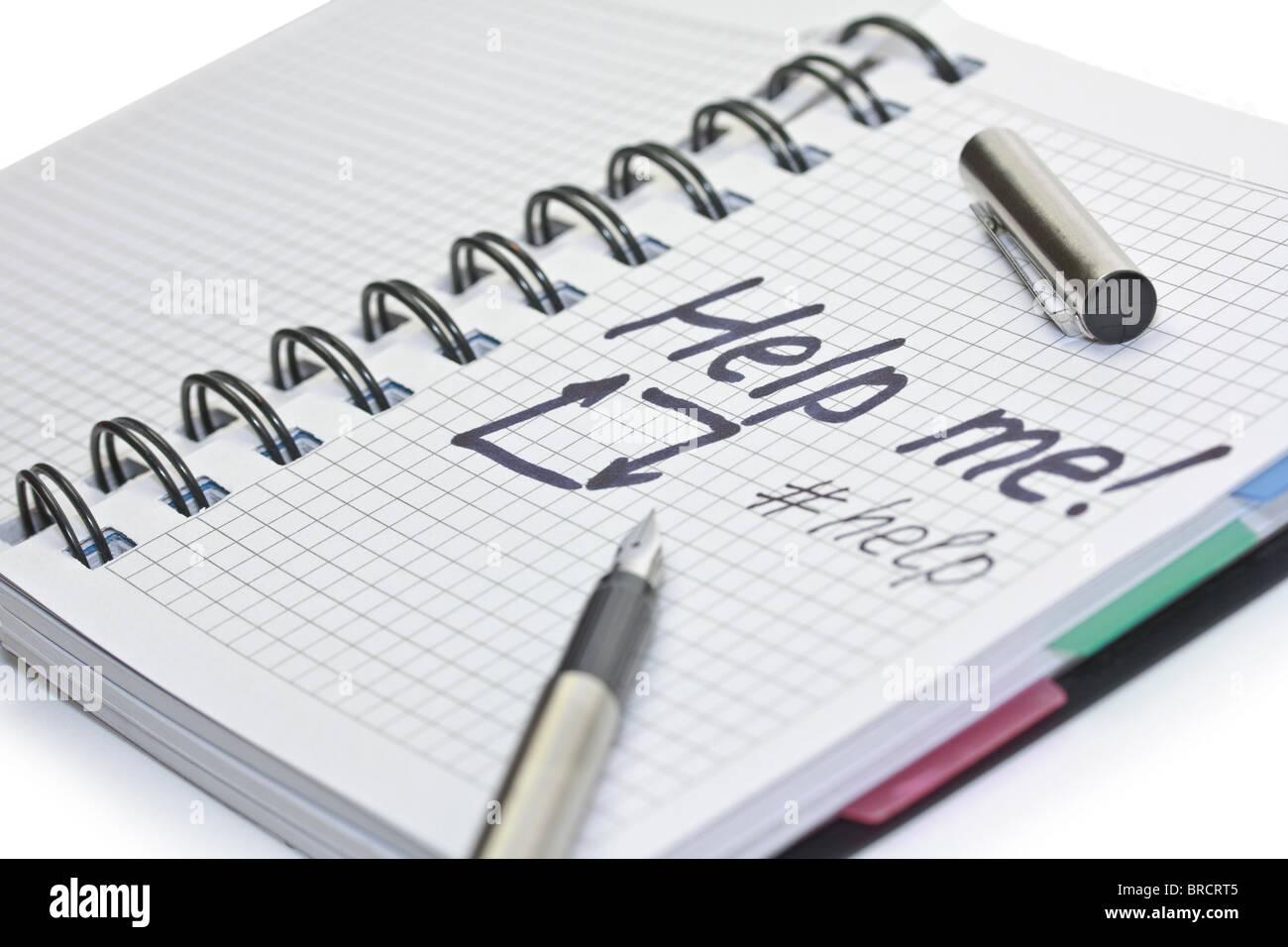 Notebook di carta con la scrittura il messaggio della guida Immagini Stock