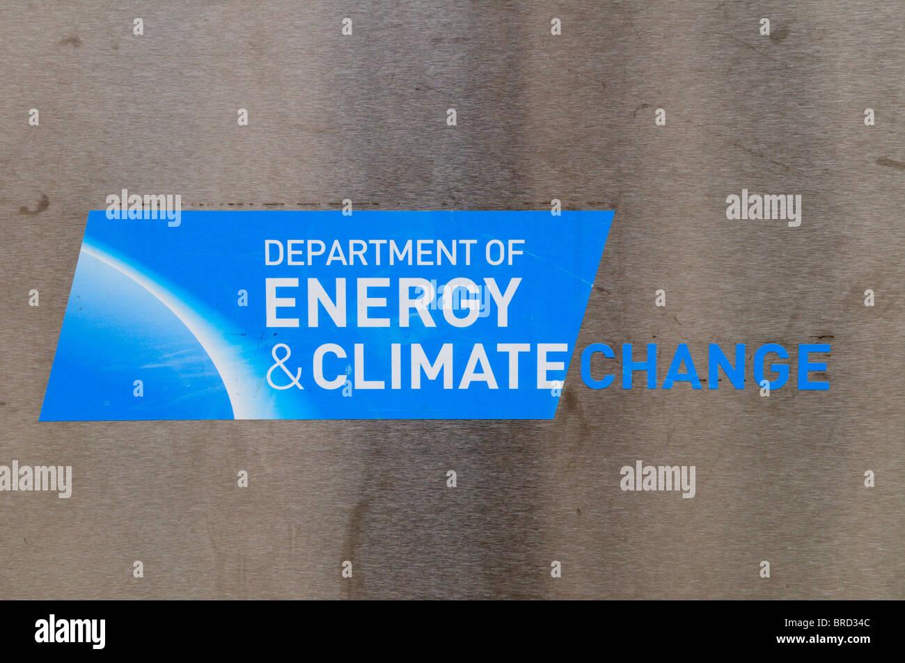 Dipartimento di Energia e cambiamenti climatici segno, Whitehall Place, London, England, Regno Unito Immagini Stock